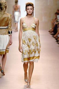 Alberta Ferretti Spring 2006 Ready-to-Wear Collection - Vogue Alberta Ferretti, Branding Design, Ready To Wear, Fashion Show, Runway, Vogue, Gowns, Summer Dresses, Spring