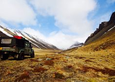 Exploring Iceland with self-drive routes made by Big-Six.