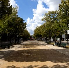 #Spaziergang auf der Prachtstraße Unter den Linden #Berlin / Walk along the famous avenue Unter den Linden Berlin [Foto: Falling Outside The Normal Moral Constraints, Lizenz: CC-BY-2.0 (http://creativecommons.org/licenses/by/2.0/)]