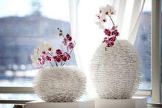 Gli addobbi floreali realizzati con orchidee e vasi bianchi