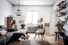my scandinavian home: Small Spaces: Grandma Style Meets Urban Jungle in a Berlin Rental Decorated on a Shoe-string Scandinavian Interior, Home Interior, Living Room Interior, Modern Interior, Interior And Exterior, Interior Decorating, Interior Design, White Apartment, Swedish House