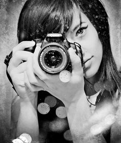 Example of Eye Catching Self Portrait Photography - 22 - Pelfind Self Portrait Photography, Photography Poses, Girls With Cameras, Girl Senior Pictures, Senior Pics, Senior Portraits, Female Photographers, Black And White Photography, Selfies