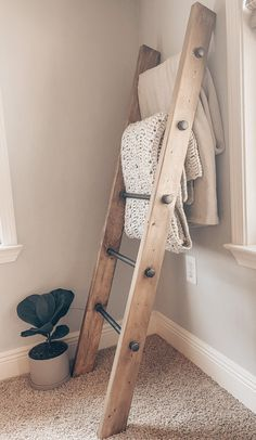 This 5 ft. blanket ladder is functional and beautiful - made with pine and metal pipes to create an industrial rustic vibe. Pictured in a custom stain, created with Aged Barrel and Early American. Built with your choice of stain (pictured below). Rustic Blanket Ladder, Rustic Blankets, Farmhouse Blankets, Ladder With Blankets, Country Blankets, Quilt Ladder, Rustic Ladder, Rustic Farmhouse Decor, Farmhouse Livingrooms