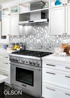 Designers, architects, and builders across the country are transforming the modern kitchen with Thermador appliances. Explore luxury show homes and glean inspiration for the kitchen of your dreams. Kitchen Backsplash Photos, Kitchen Images, Kitchen Pictures, Kitchen Cabinets, Kitchen Appliances, Home Decor Kitchen, Kitchen Dining, Kitchen Ideas, Condo Kitchen
