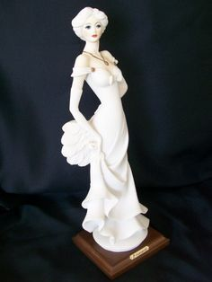 Retired Giuseppe Armani Vintage  Lady with Fan | MyVintagePleasures - Collectibles on ArtFire
