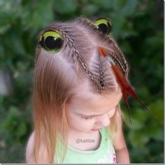 Pin for Later: You've Never Seen Wacky Hair Day Ideas as Crazy as These A Hissing Snake Holiday Hairstyles, Girl Hairstyles, Braided Hairstyles, Wacky Hairstyles, Halloween Hairstyles, Crazy Hair Day At School, Crazy Hair Days, Wacky Hair Days, Cute Alien