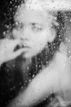 Znalezione obrazy dla zapytania face in the rainy window black and white