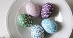 101 Beautiful And Unique Easter Egg Decorating Ideas - Decorating Easter eggs is a fun family activity that can keep your kids busy for hours. It helps them learn about traditions while enjoying themselves. Easter Egg Dye, Easter Egg Crafts, Easter Bunny, Bunny Crafts, Easter Party, Easter Table, Easter Decor, Easter Ideas, Easter Egg Designs