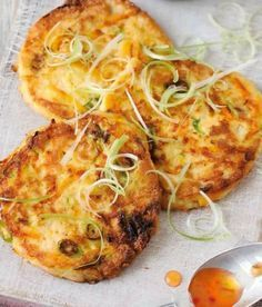 Tofu and Vegetable Patties Recipe: inspired by a Japanese dish called Ganmodoki. I want to try Tofu so this recipe sounds delicious. Fodmap Recipes, Tofu Recipes, Burger Recipes, Vegetarian Recipes, Healthy Recipes, Fodmap Foods, Vegetarian Dinners, Low Fodmap, Yummy Recipes