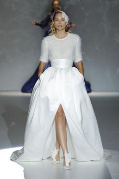 Las novias atemporales y sofisticadas de Isabel Zapardiez #novias2015 #vestidosdenovia #bbw14 #tendencias