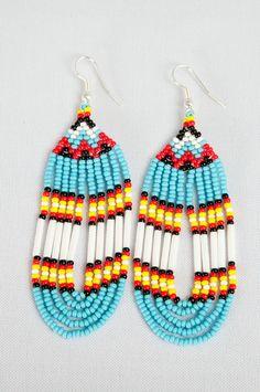 Boucles d'oreilles en perles de rocailles. Turquoise, blanc, rouge, noir et jaune.   Nanhita