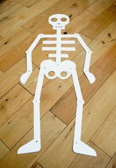 My Body Theme for Preschool! A theme to help your preschoolers learn about their bodies. This page includes preschool lesson plans, activities and Interest Learning Center ideas for your Preschool Classroom! Body Preschool, Preschool Themes, Preschool Lesson Plans, Preschool Science, Preschool Classroom, Holidays Halloween, Halloween Crafts, Holiday Crafts, Halloween Stuff