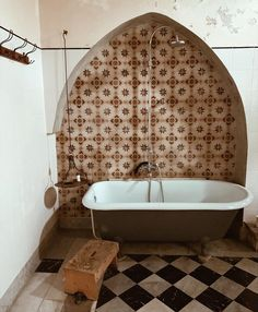 sfgirlbybay / bohemian modern style from a san francisco girl Decor Interior Design, Interior Decorating, Decorating Ideas, Rustic Bathtubs, Unmade Bed, Bamboo Wall, Leather Bed, Color Stories, Bathroom Interior