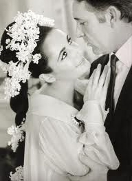 Elizabeth Taylor when she married Richard Burton. I love the flowers in her hair.
