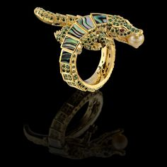 Cayman ring of 18K yellow gold, gold sea pearls, green diamonds, rubies, mother of pearl.