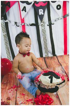 Aaron Mustache Cake Smash – Jacksonville & Orange Park Photographer oswar.photography/ #Cakesmash #CakeShasmIdeas #JacksonvillePhotographer #OrangeParkPhotographer #OswarPhotography #cakesmashinjacksonville #KidsPhotography #OeYearBirthDayPhotography #MustacheCakeSmashIdeas