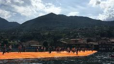 The Piers are alive. The crowds are moving in and everyone is headed to San Paolo Island. #thefloatingpiers #walkingonwater