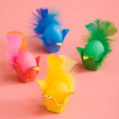 easter-craft-egg-critter-animal-kids-art-fun-idea-hobby-creature-decoration-cute-preschooler-felt-dyed-diy-clorful-feather-egg-carton-chicken-hen-bird-family-plastic-egg-upcycle-funny Day for Kids Crafts Spring Crafts, Holiday Crafts, Holiday Fun, Hoppy Easter, Easter Eggs, Easter Candy, Easter Table, Egg Carton Crafts, Egg Crafts