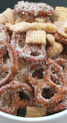 Sweet Salty Cinnamony Pretzel Snack Mix - Chocolate Chocolate and More! - Sweet Salty Cinnamony Pretzel Snack Mix Best Picture For smoothie recipes For Your Taste You are - Salty Snacks, Yummy Snacks, Delicious Desserts, Yummy Food, Tasty, Salty Foods, Snack Mix Recipes, Dessert Recipes, Snack Mixes
