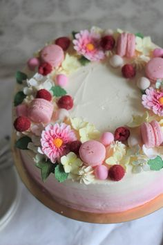 Macarons, Birthday Cake, Desserts, Food, Tailgate Desserts, Deserts, Birthday Cakes, Essen, Postres