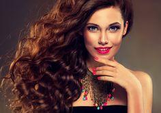 Модные стрижки на вьющиеся волосы — фото идеи для обладательниц локонов