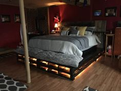 King-size Pallet Bed Pallets can become cozy! I made a King-Size Pallet Bed from large sliding pallets. I found and used long pallets (used to hold siding). How I made my King-Size Pallet Bed: I trimmed the pallets and left on both sides and at the end of Pallet Bed Frames, Diy Pallet Bed, Wooden Pallet Furniture, Pallet Ideas, Pallet Projects, Pallet Wood, Pallet Designs, Diy Projects, Wooden Beds