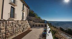 €60 El Hotel Medina Salim está situado en la histórica localidad de Medinaceli, dentro de las murallas romanas medievales de la ciudad, ofrece vistas...