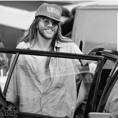 Axl with Nirvana's cap ❤❤❤ (Nirvana + GNR = my favourite bands forever)