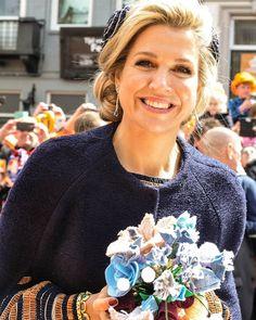 """196 Me gusta, 8 comentarios - EvelineHofman (@evelinehof) en Instagram: """"#koningsdag #koninginmaxima even poseren met boeket 😊"""""""
