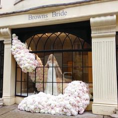 """BROWNS BRIDAL,London UK,""""The Bridal Bouquet will brighten up your wedding day"""", pinned by Ton van der Veer"""
