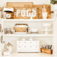 Open kitchen styling with vintage and neutral style. Decorating Small Spaces, Decorating Blogs, Kitchen Sink Design, New Interior Design, Farmhouse Kitchen Decor, Farmhouse Style, Entryway Decor, Garage Entryway, Bedroom Decor