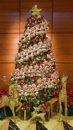 Xmas tree as seen in Fullerton Hotel Singapore ...