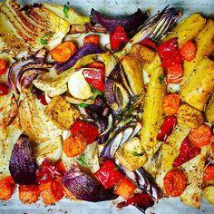 Buongiorno amici del Cavolo! Il Sig.Cavolo vi augura una buona giornata con un doveroso zoom della sua super teglia di verdure al forno e #tofu.  Croccanti, speziate e troppo gustose! Saluta anche così le belle giornate di caldo, maniche corte e giornate lunghe e dà il benvenuto al freddo, ai cappotti e...al piumone! Buon giovedì amici del Cavolo e buon #pranzo a tutti! 🍃🍂🍁🍃 #ricettedelcavolo…