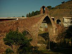 El Pont del Diable esta situat entre les localitats catalanes de Martorell i Castellbisbal, sobre el riu Llobregat. És una reconstrucció realitzada l'any 1963  sobre una base romana.  Al costat del pont s'observen restes d'un port fluvial la qual cosa indica que era un riu navegable.