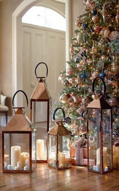 18 Unique Rose Gold Christmas Decorations - New Ideas Rose Gold Christmas Decorations, Christmas Lanterns, Rustic Christmas, Christmas Home, Vintage Christmas, Holiday Decor, Rose Gold Christmas Tree, Christmas Images, Christmas Trees