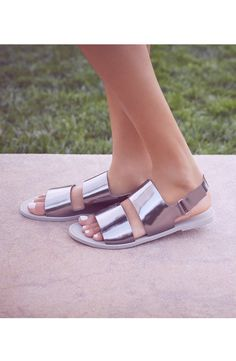 Metallic spring sandals.