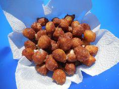 Pets de nonnes: Sous ce nom rigolo se cache un petit beignet, simplement fait de pâte à choux et roulé dans le sucre.