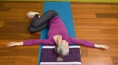 Cvičení jógy několikrát týdně se projevuje řadou přínosů jak pro sportovce, tak pro osoby s nadměrným stresem, nebo ty, kteří mají sedavý životní styl. Pokud vaše práce vyžaduje, abyste seděli delší dobu denně, může to přispět k vzniku řady zdravotních problémů v průběhu času. Nemoci, jako je obezita, metabolické poruchy, …