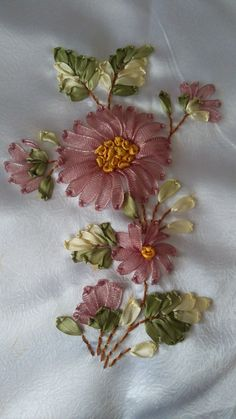 Diy Lace Ribbon Flowers, Ribbon Flower Tutorial, Ribbon Embroidery Tutorial, Silk Ribbon Embroidery, Fabric Flowers, Simple Hand Embroidery Patterns, Embroidery Flowers Pattern, Ribbon Work, Ribbon Crafts