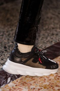 Versace Fall 2018 Mens Fashion Show Details - The Impression Versace Sneakers, Sneakers Fashion, Fashion Shoes, Mens Fashion, Top Shoes, Men's Shoes, Versace Chain, Versace Versace, Best Casual Outfits