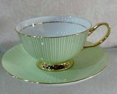 Grün-Goldene Tasse mit Untertasse