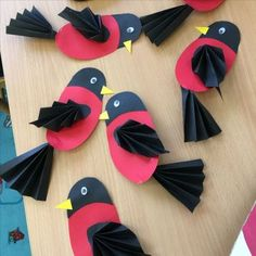Colorful and fun twirling parrot craft for kids. Great bird craft for a jungle theme unit, fun kids crafts and jungle crafts for kids. Kids Crafts, Cat Crafts, Animal Crafts, Projects For Kids, Diy And Crafts, Craft Projects, Arts And Crafts, Paper Birds, Art N Craft