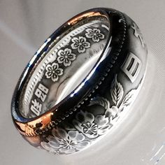 Detalle Floral hermosa moneda de 1000 yenes japoneses anillo