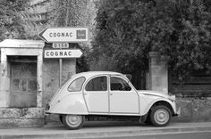 Citroën 2CV - my love of France and my love of old-timers meet. And my love of black-and-white photography, and romantic reminiscences of when my parents drove one of these... in short, a dream of nostalgia
