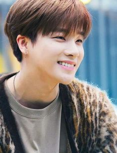 Handsome right? Yup i know ❤ Ikon Member, Kim Jinhwan, Ikon Debut, Taehyung, K Wallpaper, Popular People, Stylish Boys, Korean Men, Geisha