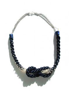 Statementkette mit Knoten und Perlen - Handmade Kultur