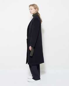 Tonal Dressing: A Break In Tradition For tonal dressing, texture is key. Military Dresses, Jacquemus, Wow Products, Dressing, Normcore, Classy, Blog, Chic, Stylish