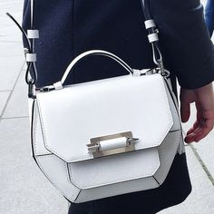 Beautiful bag. I am not privy to the designer, but thought I'd pin it as inspiration.