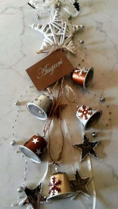 85 ideas for tinkering with coffee capsules - child& play and environmentally friendly - living ideas and decoration - Crafts with coffee capsules long garland with ornaments - Festive Crafts, Xmas Crafts, Christmas Projects, Decor Crafts, Simple Christmas, Christmas Diy, Handmade Christmas, Dosette Nespresso, K Cup Crafts