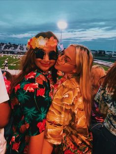 Tropical Out Football Game Hs Football, High School Football Games, Football Themes, Football Outfits, Football Spirit, Football Season, Old Lady Costume, Homecoming Spirit Week, Crazy Hat Day